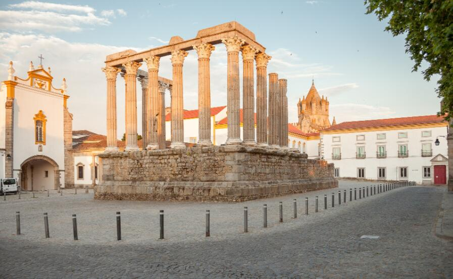 Best cities to study in Portugal - Évora